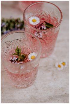 This Secret Garden Wedding Inspiration Will Enchant You - Love Inc. MagLove Inc. Mag