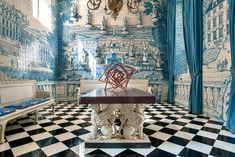 Juan Pablo Molyneux pulled this room together with two William Kent benches covered in reproduction Prelle fabric from the 18th century, an Italian table and an Aleksandr Rodchenko sculpture.