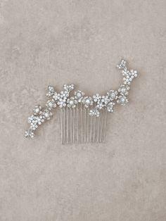 Peineta de novia con diseño floral en plata vieja y pedrería