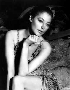 Ava Gardner (in a little woven-grass number)
