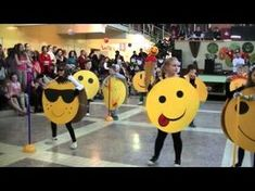 Baby Dance Songs, Dancing Baby, Kids Songs, Class Activities, Autumn Activities, Sports Day Decoration, Fun Classroom Games, Diy For Kids, Crafts For Kids