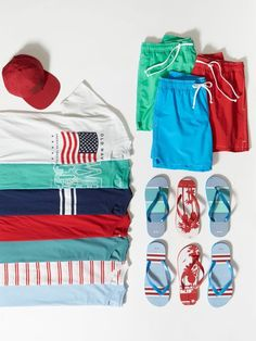 So many summer outfits so little time. Whether you're looking for a classic Flag Tee, or something a little different - like one of our soft cotton Tropical-Graphic Tees - we've got you covered this Independence Day. Shop Old Navy and find a summer outfit to fit your style.