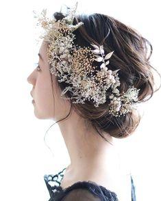 【earth color natural parts】gold &silver Bridal Headdress, Headpiece Wedding, Bridal Headpieces, Wedding Hair Flowers, Flowers In Hair, Pretty Hairstyles, Wedding Hairstyles, Blue Wedding Centerpieces, Feather Hair Clips
