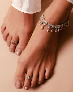 Toe Ring Designs, Anklet Designs, Antique Jewellery Designs, Gold Jewellery Design, Payal Designs Silver, Silver Anklets Designs, Wedding Toes, Ear Chain, Silver Toe Rings