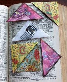 Ex pretty sewn paper corner book marks.we used envelope corners in jr high. A blast from the past for me. Book Crafts, Fun Crafts, Arts And Crafts, Paper Crafts, Diy Bookmarks, Corner Bookmarks, Crafty Projects, Sewing Projects, Bazaar Ideas