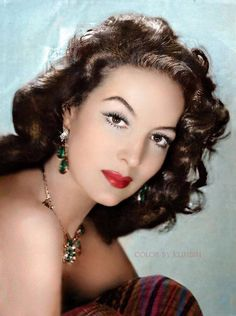 Maria Felix. María de los Ángeles Félix Güereña (Spanish: [maˈɾia ˈfeliks] (8 April 1913 – 8 April 2002) was a Mexican film actress and singer.
