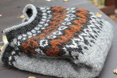 Nice colors Ravelry: Project Gallery for Riddari pattern by Védís Jónsdóttir Hand Knitted Sweaters, Sweater Knitting Patterns, Knit Patterns, Ravelry, Fair Isle Knitting, Hand Knitting, Punto Fair Isle, Norwegian Knitting, Icelandic Sweaters
