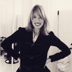 Βίκυ Καγιά: Ακόμη μία star που είπε το μεγάλο «ναι» στο καρέ My New Haircut, New Haircuts, Hair Cuts, Dresses With Sleeves, Stars, Long Sleeve, Greek, Fashion, Haircuts