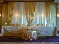 LOVE this for head table decoration; not whats behind it, but the draped fabric