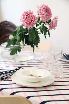 Dimple table setting with the diva tableware. White always looks stylish whatever your dining style.  hunajaista marimekko oiva astiat