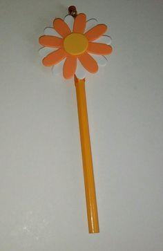 matita rivestita con nastrino,fiore realizzato con gomma crepla per info contattatemi via e-mail rdlmcl@hotmail.it