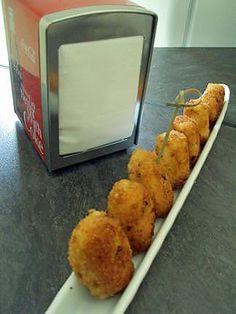 La meilleure recette de Tapas :  croquetas poulet fromage! L'essayer, c'est l'adopter! 5.0/5 (5 votes), 6 Commentaires. Ingrédients: Béchamel : 60 g de beurre 2 cuil à soupe de farine 250 ml de lait sel, poivre, muscade  - 4 tranches de filet de poulet ( ou reste de poulet rôti haché ) - 50 g de gruyère  Panure : - 1 oeuf - farine - chapelure maison ou toute prête