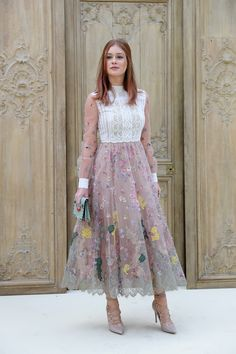 Marina Ruy Barbosa Photos - Marina Ruy Barbosa attends the Valentino show as part of the Paris Fashion Week Womenswear Spring/Summer 2017 on October 2016 in Paris, France. - Valentino : Outside Photocall - Paris Fashion Week Womenswear Spring/Summer 2017 Style Année 70, Style Retro, Moda Paris, Fashion Week Paris, Fashion Weeks, Milan Fashion, Look Fashion, Womens Fashion, Evening Dresses