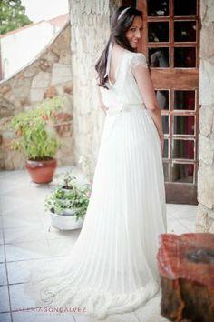 Renata + Cezar Customised Wedding Dress from A MODISTA atelier | Fotógrafa: Valéria Gonçalves | Restaurante: Praça São Lourenço