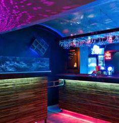 Klub Pozytywka łączy role kawiarni, galerii, wieczorami zapewnia klubową atmosferę.