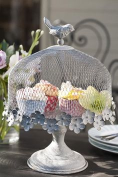 Bird cake stand: delighful metal cake stand adorned with flowers and a bird. I have one similar to this ready for my first house :) Metal Cake Stand, Cake And Cupcake Stand, Cupcake Cakes, Cupcakes, Cupcake Display, Pretty Cakes, Beautiful Cakes, Decoration Buffet, Green Chandeliers