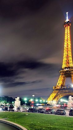 Eiffel-Tower-Paris-City-Night