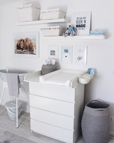 The baby room for our little man is finally ready! Informations About Wickelkommode Babyzimmer Baby Room Boy, Baby Bedroom, Nursery Room, Child Room, Baby Baby, Baby Room Themes, Baby Room Decor, Baby Changing Tables, Changing Room