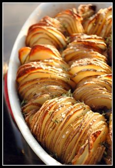 Another crispy potato roast.  This one using unpeeled potatoes.  Trying this for Easter. recipes pins-i-like