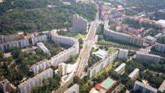 Platz der Vereinten Nationen / Adjoining Volkspark Friedrichshain