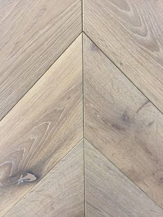 Beautiful Silver Grey engineered oak chevron parquet flooring, modern and very stylish. Wood flooring delivery within the Great Britain. Engineered Parquet Flooring, Timber Flooring, Flooring Types, Hardwood Floor Colors, Hardwood Floors, Chevron Floor, Grey Chevron, Vinyl Flooring Kitchen, Kitchen Wood