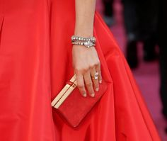 Od vintage w stylu brytyjskiej rodziny królewskiej przez spektakularne diamenty gwiazd Hollywood aż po surowy minimalizm. Vogue Wedding, Jennifer Aniston, Kate Middleton, Hollywood, Vintage, Fashion, Moda, Fashion Styles, Vintage Comics