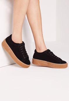 Missguided DE - Flache Sneaker zum Schnüren in Schwarz