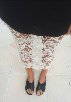 Black thin top with a white lace skirt and black crossed sandals Fashion Me Now, All About Fashion, Fashion Beauty, Womens Fashion, Fashion Trends, Style Fashion, Fashion Details, Fashion Styles, Fashion Ideas