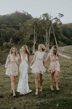 Maui Bridal Party Short Mix Matched Brautjungfernkleider bei LOVE FIND CO. Mix Match Bridesmaids, Mismatched Bridesmaid Dresses, Wedding Bridesmaid Dresses, Bridal Dresses, Boho Bridesmaids, Dresses Dresses, Bridesmaid Outfit, Long Dresses, Dusty Pink Bridesmaid Dresses