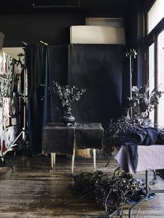 Required Reading: In Bloom by Ngoc Minh Ngo - Gardenista Cosy Interior, Interior Design, Oversized Coffee Table, Bloom, Dark Walls, Dark Interiors, Gothic House, Dream Decor, Oeuvre D'art