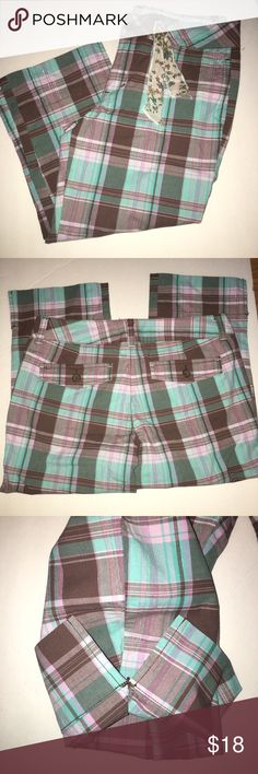 Girls Limited Too capris In excellent condition! The bottom cuff has side slit to wear folded up or down. Has cute ribbon tied around belt loop Limited Too Bottoms Casual