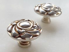 Antique Silver Knobs Dresser Knob Drawer Knobs Pulls Handles / Kitchen Cabinet Knobs Pull Handle Furniture Decorative Knobs Hardware Flower by MINIHAPPYLV on Etsy Knobs And Handles, Knobs And Pulls, Handmade Drawers, Kitchen Cabinet Handles, Kitchen Knobs, Kitchen Sink, Decorative Knobs, Dresser Knobs, Door Knobs