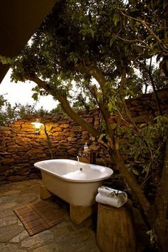 bath dream Dream On .what a gorgeous outdoor bath! I might never get out of that tub! Outdoor Bathtub, Outdoor Bathrooms, Outdoor Rooms, Outdoor Gardens, Outdoor Living, Outdoor Decor, Outdoor Showers, Country Bathrooms, Rustic Outdoor