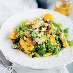 Quinoa- och quornsallad med bönor och nötter