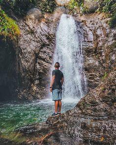 """Quebrada Pericos Loboguerrero, Buenaventura 🏞️ Aquí, uno recibe mucho más de lo que busca. 🍃 I 📸 @brians.garcia . . . #senderismocol…"""" Niagara Falls, Cali Colombia, Holiday, Nature, Travel, Buenaventura, Trekking, Waterfalls, Vacations"""