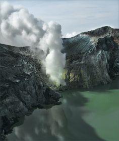 16 Adorable Places Around the World via Photos - Acid Lake, Iceland