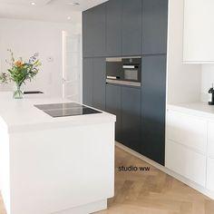 W O R K | na anderhalf jaar plannen maken en tekeningen bijsturen is deze vrijstaande woning tot leven gekomen. Ik heb vandaag een kijkje genomen om het 1e resultaat te zien! Nu verder met het stylingplan voor de rest van de woning om het af te maken #studioww #interieurontwerp #interieur #interior #advies #maatwerk #kitchen