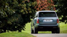 Land Rover fans who are a tad eco-conscious can now look the marque's 2018 Range Rover because, this luxury off-roader has now gone a teeny weeny bit greener - thanks to the plug-in hybrid (PHEV) The New Range Rover, Range Rover Supercharged, Best Suv, Benz S Class, Rear Differential, Audi A8, Benz C, Car Wallpapers, Car Photos