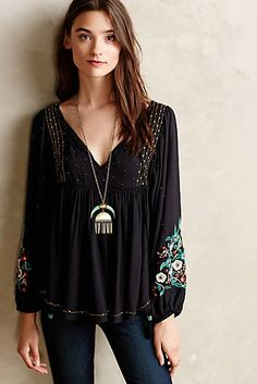 Anthropologie Personal style that feels passion Tops Embroidered Lace Tee in white & plum Austral Peasant Blouse Dress. Bohemian Style, Boho Chic, Bohemian Shirt, Moda Rock, Casual Chique, 2016 Fashion Trends, Fashion Ideas, Peasant Blouse, Blouse Dress