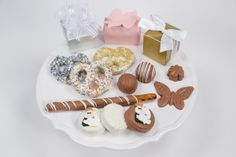 Custom Wedding Favors - We make fabulous custom wedding favors!  Please call us at 713-932-0991 or email us at info@chocolatepizazz.com so we can help you with the selection and design of your custom wedding favors.