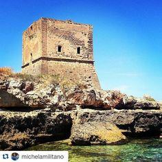 Torre Pozzillo fa parte della rete di torri costiere che un tempo fungevano da punti di osservazione strategica per gli attacchi provenienti dal mare.  #cinisi #sicilia