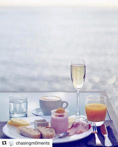 Champagne frokost er vel helt ok?  #reiseliv #reisetips #reiseblogger #reiseråd  #Repost @chasingm0ments with @repostapp  Breakfast time  #hospesmaricel #visitmallorca #breakfastwithaview