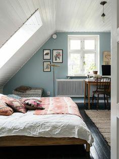 45 Delightful Wooden Accent Wall Design Ideas For Modern Bedroom Attic Bedroom Decor, Attic Bedroom Designs, Attic Rooms, Bedroom Loft, Attic Bathroom, Bedroom Ideas, Bedroom Table, Bed Room, Attic Renovation