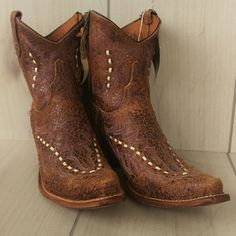 """NIB Lucchese Diva Violet Crackle Shortie Boot Brand new. Calf 12.5"""". Zip closure.  Sole 4"""" wide, 11"""" length.   Naturally crackled with Violet underlay. Lucchese Shoes Ankle Boots & Booties"""