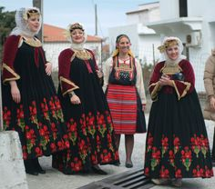 FolkCostume&Embroidery: Sarafan-like costumes of Europe Greek Traditional Dress, Traditional Outfits, Greek Dress, Empire Ottoman, Costumes Around The World, Dance Costumes, Greek Costumes, Art Populaire, Greek Culture