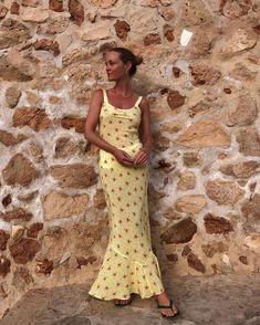 Vestido en satén amarillo - @jeanettemadsen