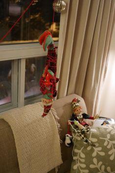 Accueillez-vous des lutins chez vous cette année? Leur première visite chez nous remonte à 2012. Voilà doncmaintenant quatre ans que les lutins de Noël Go Elf On The Shelf, Holiday Decor, Home Decor, Pixies, Homemade Home Decor, Decoration Home, Interior Decorating