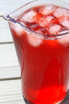 Den klart godaste jordgubbssaften är den som min syster brukar göra ! Och den är enkelt också, utan konserveringsmedel Varsågoda Du behöver : 4 liter jordgubbar (ca 2 kg) 8 dl vatten 12 dl socker Gör så här: Rensa och skölj jordgubbarna Häll på vattnet och låt koka … Läs mer
