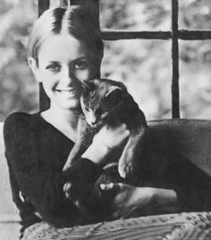Sixties super model Twiggy and feline friend. Crazy Cat Lady, Crazy Cats, I Love Cats, Cool Cats, Celebrities With Cats, Celebs, Patricia Highsmith, Animal Gato, Cat People