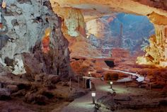 洞窟は、自然と人工のコントラストがあふれているんだ | roomie(ルーミー)
